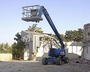 AG Construcciones - Desmontaje de amianto - JLG 800 AJ