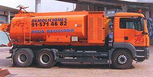 AG Construcciones - Medios de transporte - CAMIÓN DE RIEGO EN OBRA