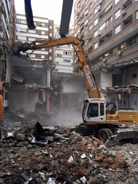 Demolición de edificio con fibrocemento en Madrid | AG Construcciones